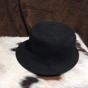 be73b7afb3e57 Black Felt LandsEnd Ladies Hat.